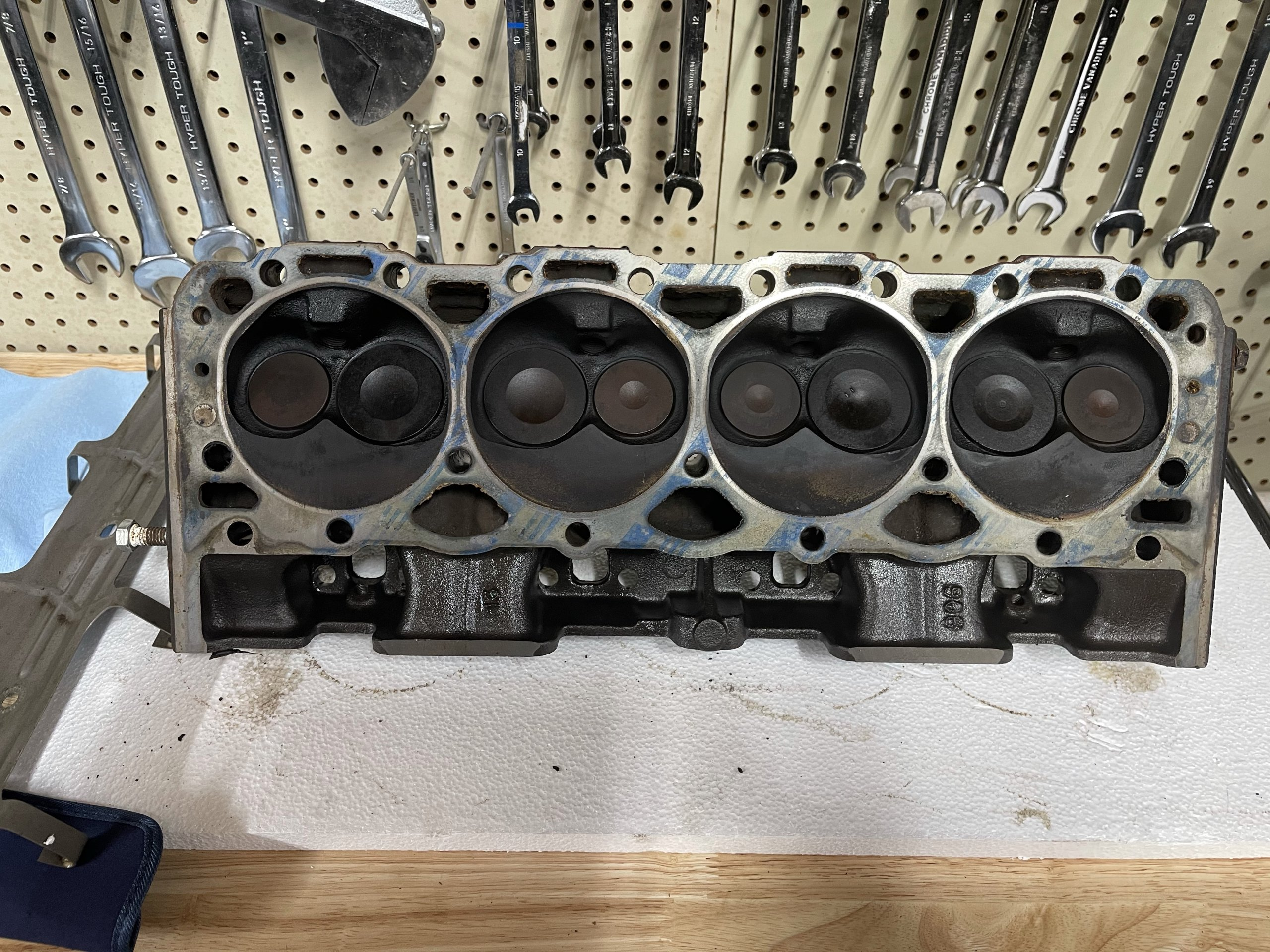 Starboard Cylinder Head Combustion Chamber